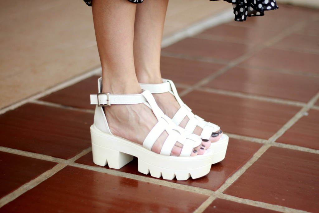 flat form sandal