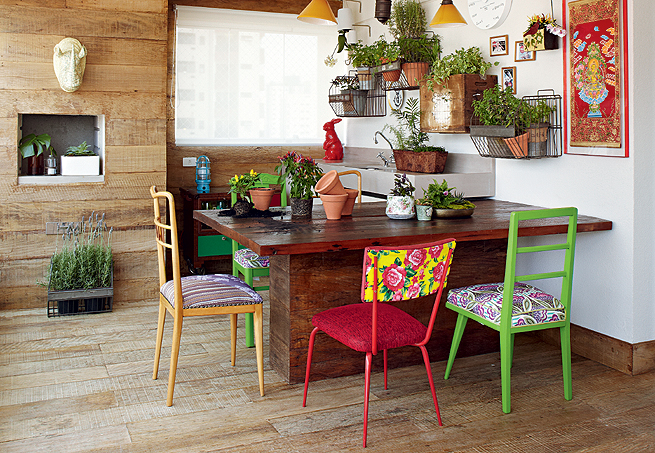 http://1.bp.blogspot.com/-1eGugm7muTU/VSrm9ABlBLI/AAAAAAAAF-c/kQVkc5SwH-w/s1600/cadeiras-diferentes-mesa-jantar-12.JPG
